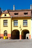 Gammalt hus i Sighisoara, Rumänien Fotografering för Bildbyråer