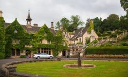 Gammalt hus i slotten Combe, unik gammal engelsk by Arkivfoto