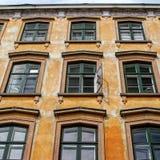 Gammalt hus i staden Fotografering för Bildbyråer