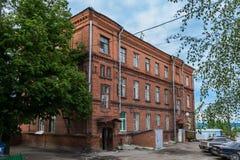 Gammalt hus i staden av Cheboksary, gata Ivanov Konstantin 59, Chuvashrepublik, Ryssland 05/24/2016 Royaltyfri Fotografi