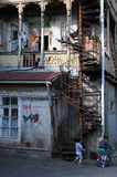 Gammalt hus i Tbilisi Royaltyfri Fotografi