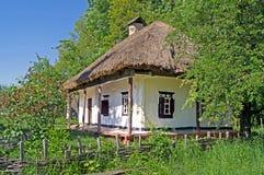 Gammalt hus i Ukraina royaltyfri foto
