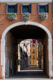 Gammalt hus i Venedig Arkivfoton