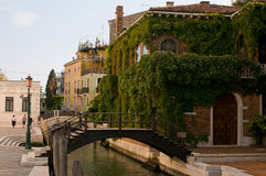 Gammalt hus i Venedig Royaltyfri Foto
