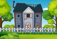 Gammalt hus med den härliga trädgården stock illustrationer