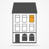 Gammalt hus med mansardtak fotografering för bildbyråer
