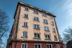 Gammalt hus med sprucken murbruk Arkivbilder
