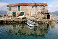 Gammalt hus Montenegro Royaltyfri Bild