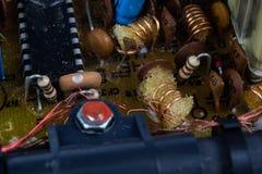 Gammalt inbyggt - strömkretsar i en parallell radiomottagare Motstånd, arkivbilder