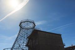 Gammalt industriellt kyla torn Royaltyfri Fotografi