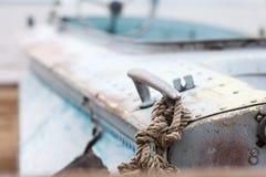 Gammalt järnfartyg på kusten av havet Fotografering för Bildbyråer