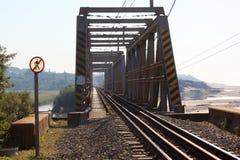 Gammalt järnvägsbroperspektiv Fotografering för Bildbyråer