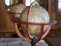 Gammalt jordklot i barock inre Royaltyfri Foto