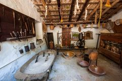 gammalt kök Medeltida säteri-museum La Granja på ön arkivfoto