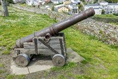 Gammalt kanonförsvar Ribadeo i Lugo, Spanien royaltyfri bild