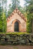 Gammalt kapell på den Wrede familjkyrkogården 18 September 2018 - Anjala, Kouvola, Finland royaltyfri bild