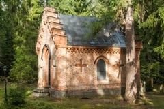 Gammalt kapell på den Wrede familjkyrkogården 18 September 2018 - Anjala, Kouvola, Finland royaltyfri foto