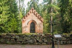Gammalt kapell på den Wrede familjkyrkogården 18 September 2018 - Anjala, Kouvola, Finland royaltyfria bilder