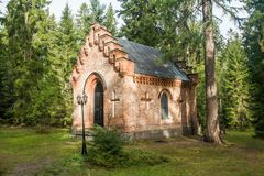 Gammalt kapell på den Wrede familjkyrkogården 18 September 2018 - Anjala, Kouvola, Finland fotografering för bildbyråer
