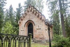 Gammalt kapell på den Wrede familjkyrkogården 4 September 2018 - Anjala, Kouvola, Finland fotografering för bildbyråer