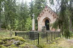 Gammalt kapell på den Wrede familjkyrkogården 4 September 2018 - Anjala, Kouvola, Finland arkivfoto