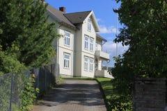 Gammalt klassiskt hus i Trondheim royaltyfri foto