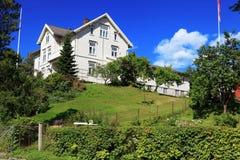 Gammalt klassiskt hus i Trondheim, Norge royaltyfri bild