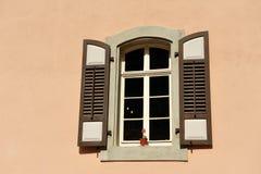 Gammalt klassiskt stilfönster fotografering för bildbyråer