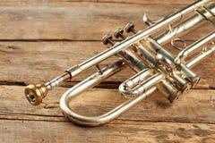 Gammalt klassiskt trumpetslut upp royaltyfri fotografi