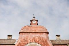 Gammalt klockatorn i en medeltida castel Arkivbild