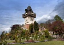 Gammalt klockatorn i Graz, Österrike royaltyfria foton