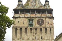 Gammalt klockatorn, Sighisoara, Rumänien arkivfoton