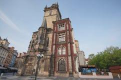 Gammalt klockatorn, stirrande Mesto, Prague Royaltyfri Bild