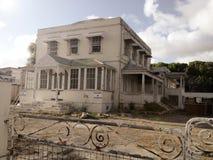 Gammalt kolonialt hus arkivbilder