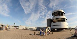 Gammalt kontrolltorn överst av observationsdäcket Royaltyfria Foton