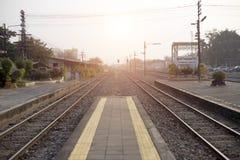 Gammalt koppla samman linjen järnväg huvudsakligt trans. av Thailand Royaltyfri Bild