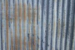 Gammalt korrelerat metallark Arkivfoto