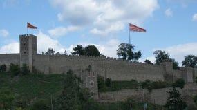 Gammalt krigfort med flaggor och från stenen Royaltyfri Foto
