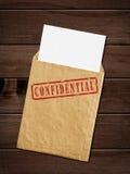 Gammalt kuvert med bästa - hemlig stämpel. Arkivbild