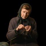 Gammalt kvinnahandarbete Lågt nyckel- fotografi på svart bakgrund Royaltyfri Bild