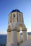 Gammalt kyrkliga Klocka torn i Santorini Arkivfoton