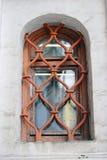 Gammalt kyrkligt fönster i MoskvaKreml Lokal för Unesco-världsarv Arkivfoto