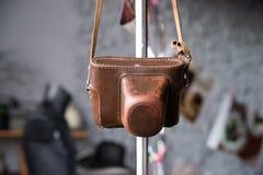 Gammalt läderfall för fotokamera Tappning som är retro, brunt Royaltyfri Foto