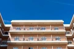 Gammalt lägenhetbyggande Fotografering för Bildbyråer