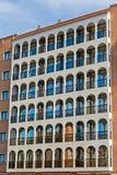 Gammalt lägenhetbyggande Royaltyfri Foto