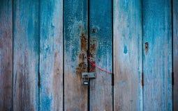 Gammalt lås på dörren Arkivbild