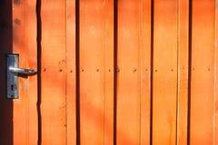 Gammalt lås på dörren arkivbilder