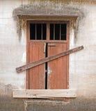 Gammalt låst fönster Royaltyfri Foto