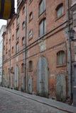 Gammalt lager i den historiska mitten av den Riga staden Arkivbilder