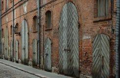 Gammalt lager i den historiska mitten av den Riga staden Arkivfoto